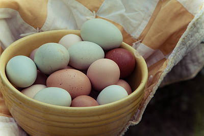 Vintage Quilt Photograph - Farm Eggs With Vintage Bowl And Quilt by Toni Hopper