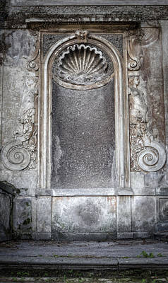 Rome Photograph - Finding Your Niche by Joan Carroll