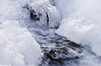 White Salmon River Photograph - Flowing by Simona Ghidini