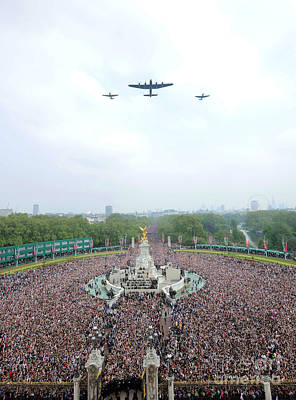 Catherine Middleton Photograph - Flypast by Paul Fearn