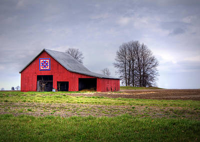 Vintage Quilt Photograph - Four Corners Quilt Barn by Cricket Hackmann