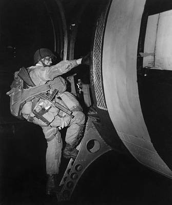 Fully Loaded U.s. Paratrooper Climbs Print by Everett