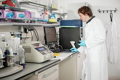 Leiden Photograph - Genetic Sample Analysis by Arno Massee