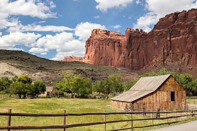 Farms-n-barns Photograph - Gifford Barn by Nicholas Blackwell