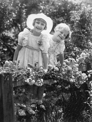 Adornment Photograph - Girlfriends With Flowers by Underwood Archives