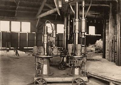Glass-blowing Machine, 1908 Print by Science Photo Library
