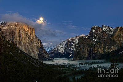 Tunnel View Photograph - Glow - Moonrise Over Yosemite National Park. by Jamie Pham