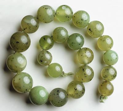 Green Grossular (garnet) Print by Dorling Kindersley/uig