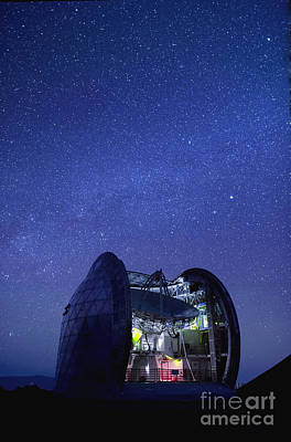 Mauna Kea Photograph - Hawaii, Big Island, Cal Tech Submilimeter, View Of A Starry Night Sky And The Milky Way. by Philip Rosenberg