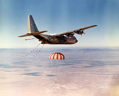 Grapple Photograph - Hercules Hc-130 Capsule Recovery, 1969 by Science Photo Library