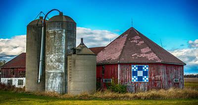 Vintage Quilt Photograph - Hexagon Quilt Barn by Paul Freidlund