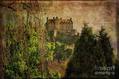 Edinburgh Castle Edinburgh Scotland Print by Lois Bryan