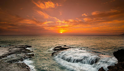 Honolulu Sunset Print by Tin Lung Chao