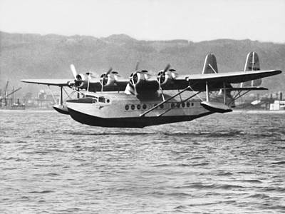 Airliners Photograph - Honolulu To Alameda Flight by Underwood Archives