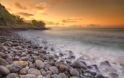 Island Sunset In Oahu Print by Tin Lung Chao
