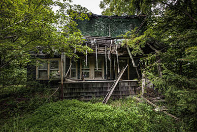 Abandoned House Photograph - It Was Once Christmas Here by Gary Heller