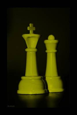 King And Queen In Yellow Print by Rob Hans