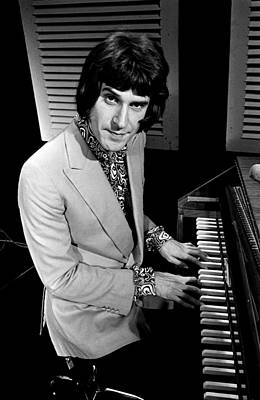 Singer Photograph - Kinks Ray Davies 1967 by Chris Walter