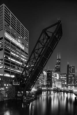 Kinzie Street Railroad Bridge At Night In Black And White Print by Sebastian Musial
