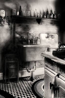 Kitchen - An Old Kitchen Print by Mike Savad