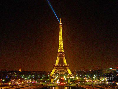La Tour Eiffel Print by Al Bourassa