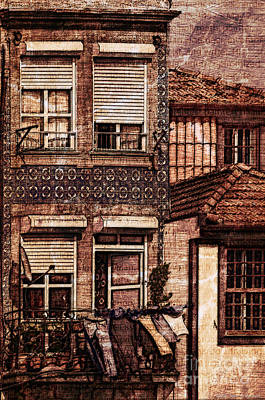 Laundry Day In Porto - Sketch Print by Mary Machare