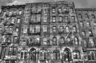 Led Zeppelin Physical Graffiti Building In Black And White Print by Randy Aveille