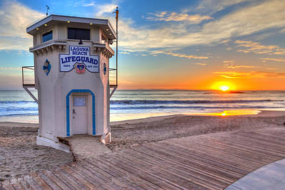 Famous Wave Photograph - Lifeguard Tower On Main Beach by Cliff Wassmann
