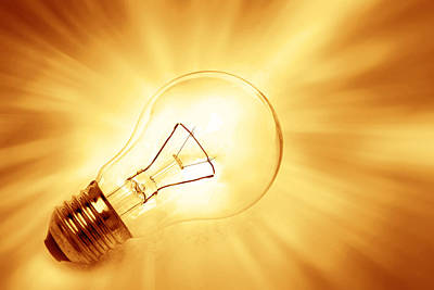 Light Bulb  Print by Les Cunliffe