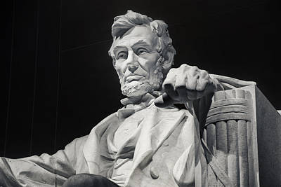 Lincoln Memorial Photograph - Lincoln by Joan Carroll