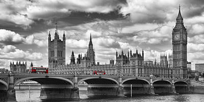 London River Thames And Red Buses On Westminster Bridge Print by Melanie Viola