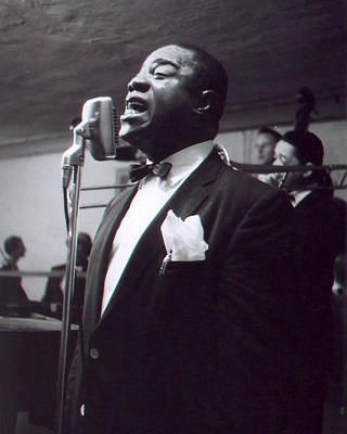 Louis Armstrong Singing To The Crowd Print by Retro Images Archive