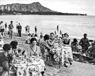 Wine Service Photograph - Lunch On Waikiki Beach by Underwood Archives