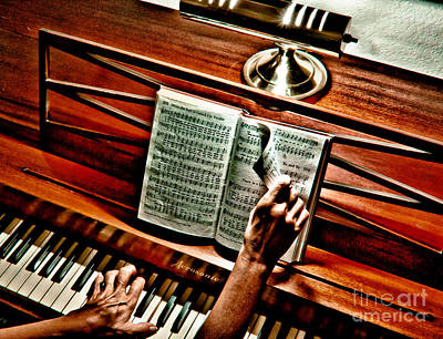 Momma's Hymnal Print by Robert Frederick