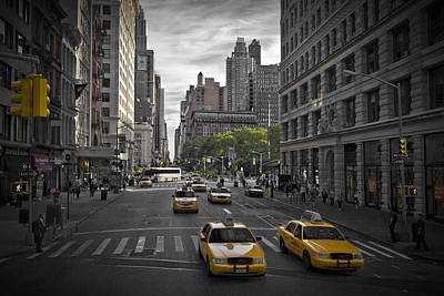 Distortion Photograph - Manhattan Streetscene by Melanie Viola