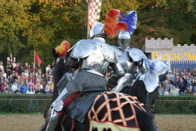 Knight Photograph - Maryland Renaissance Festival - Jousting And Sword Fighting - 121246 by DC Photographer
