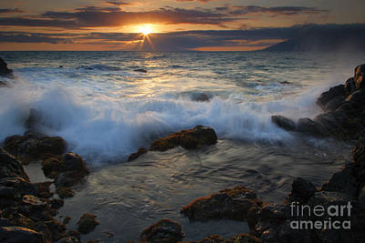Maui Sunset Spray Print by Mike  Dawson