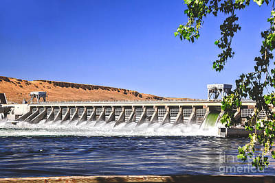 Mcnary  Hydroelectric Dam Print by Robert Bales