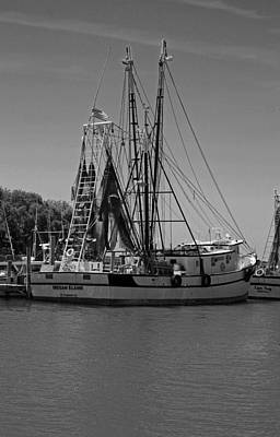 Metal Fish Art Photograph - Megan And Elaine In Black And White by Suzanne Gaff