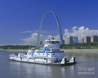 Arches Memorial Photograph - Memco Towboat In St Louis by Garry McMichael