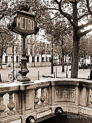 Metro Art Photograph - Metro Franklin Roosevelt - Paris - Vintage Sign And Streets by Carlos Alkmin
