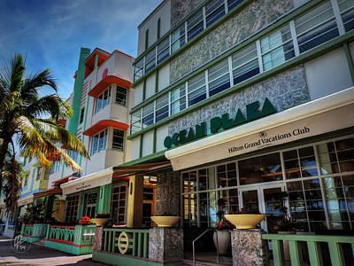 Miami - Deco District 004 Print by Lance Vaughn