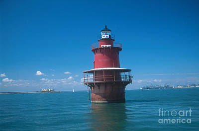 Middle Ground Photograph - Middle Ground Lighthouse, Va by Bruce Roberts