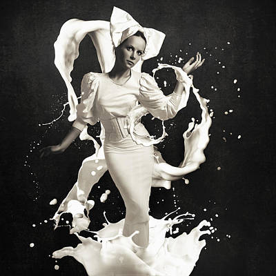 Drips Photograph - Milk by Erik Brede