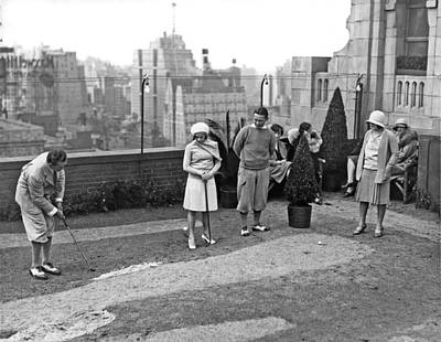 New York City Rooftop Photograph - Miniature Golf In Ny City by Underwood Archives