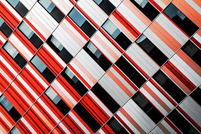 Red Abstract Photograph - Mo-za by Gilbert Claes