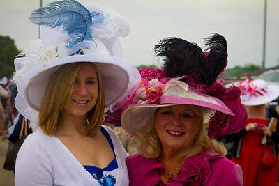 Mother And Daughter At Churchill Downs Print by John McGraw