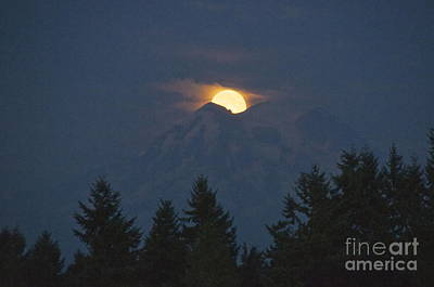 Mount Rainier Moonrise Print by Sean Griffin