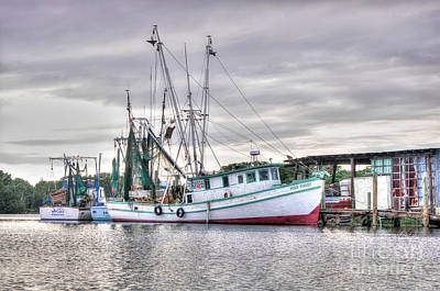 Mrs Pudgy Shrimp Docks Print by Scott Hansen