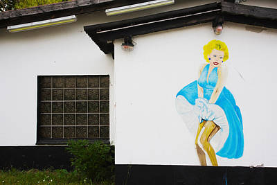 Marilyn Monroe Photograph - Mural Of Marilyn Monroe On The Oo-la-la by Panoramic Images